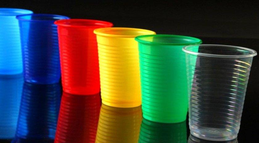 Пластиковые одноразовые стаканчики