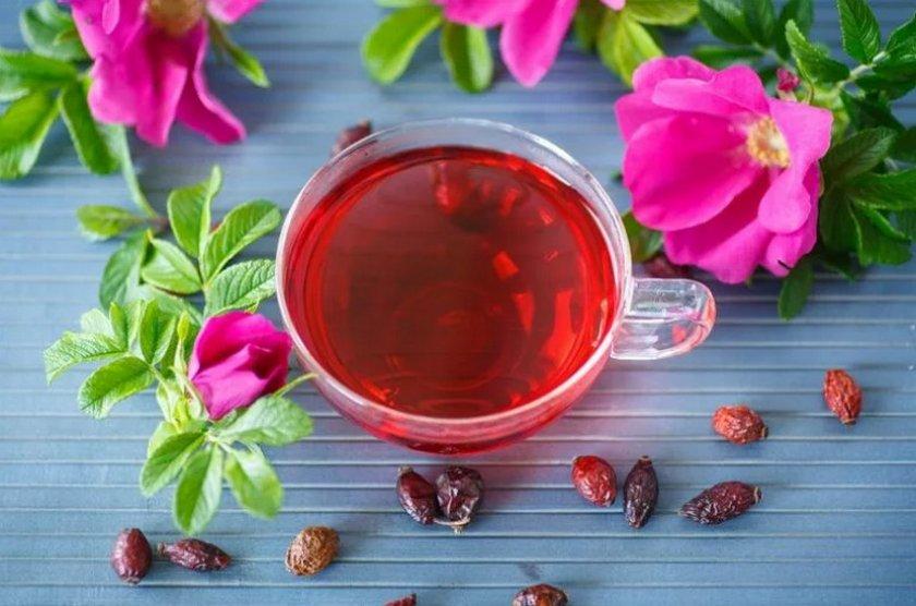 Черный чай с шиповником