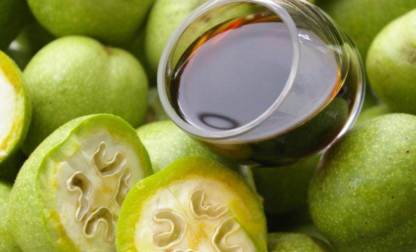 Самогон на молодых грецких орехах с мёдом