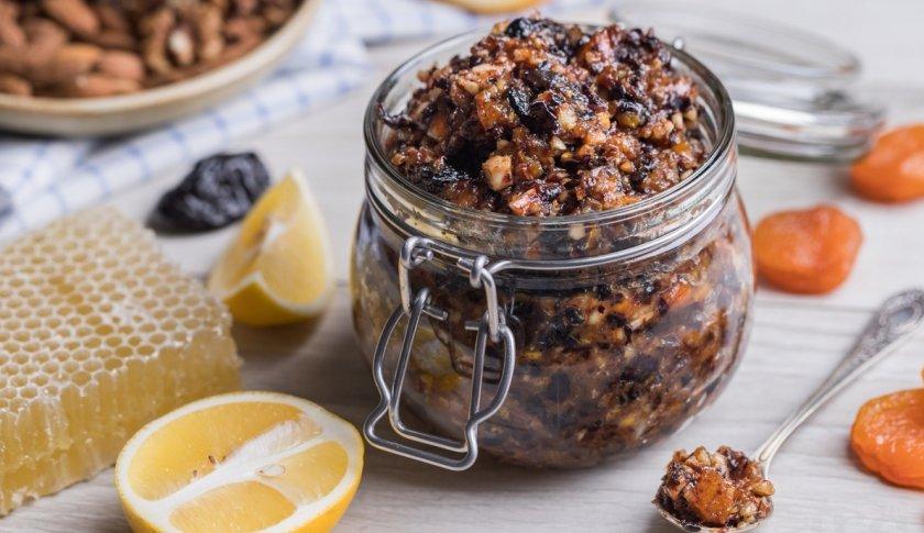 Смесь орехов с медом и их польза