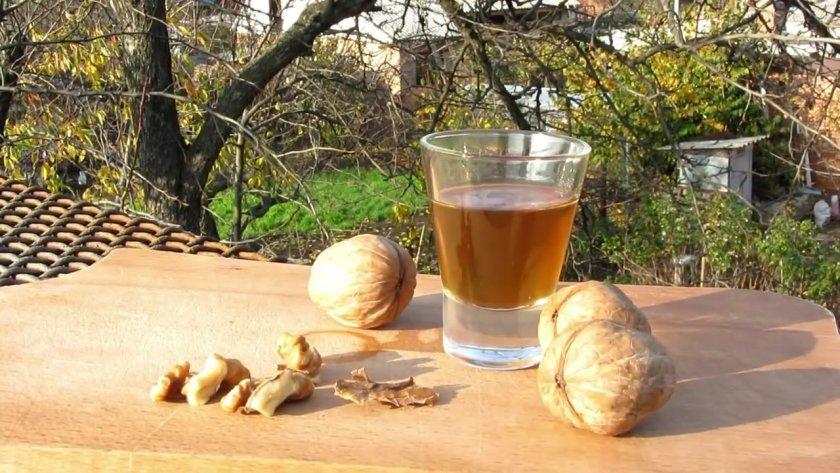 Настойка на перегородках грецкого ореха на самогоне