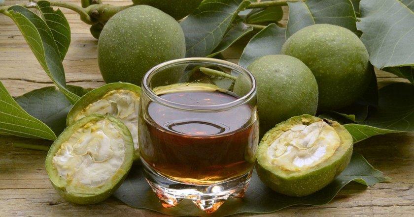 Настойка на зелёных грецких орехах