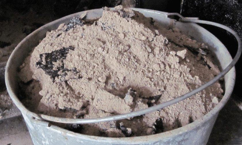 Древесная зола для удобрения лещины