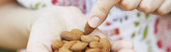 Сколько грамм миндаля можно есть в день