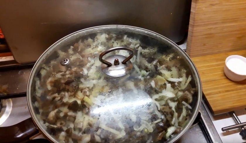 Как жарить опята на сковороде на зиму