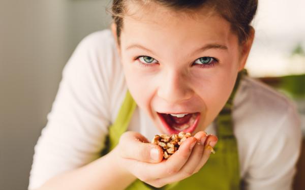 С какого возраста можно давать ребенку грецкие орехи: польза и вред
