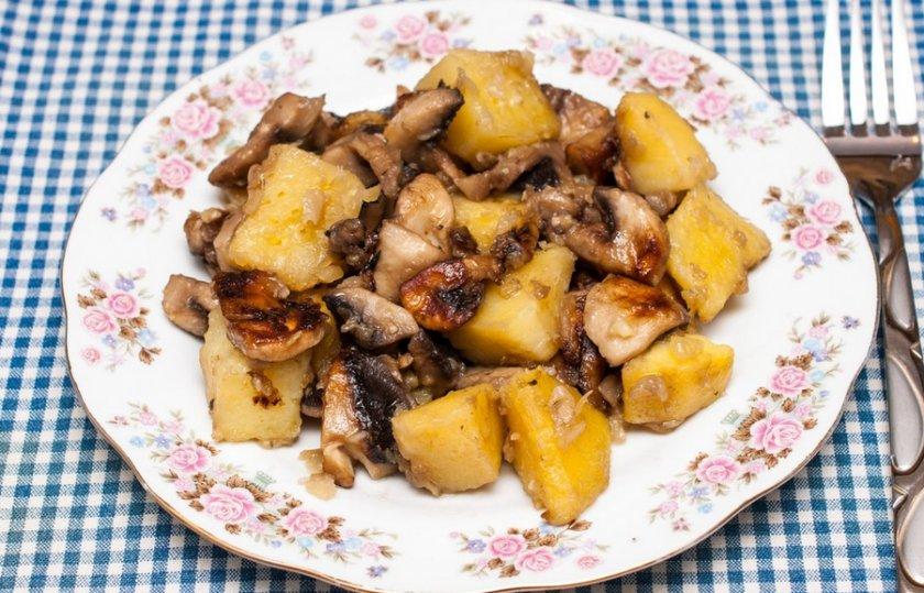 Тушёная картошка с лисичками — рецепт с фото