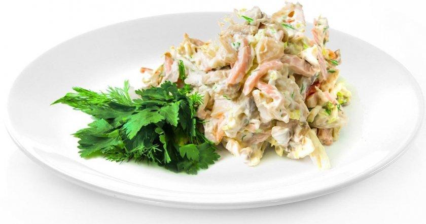 Салат с грибами, фасолью и ветчиной