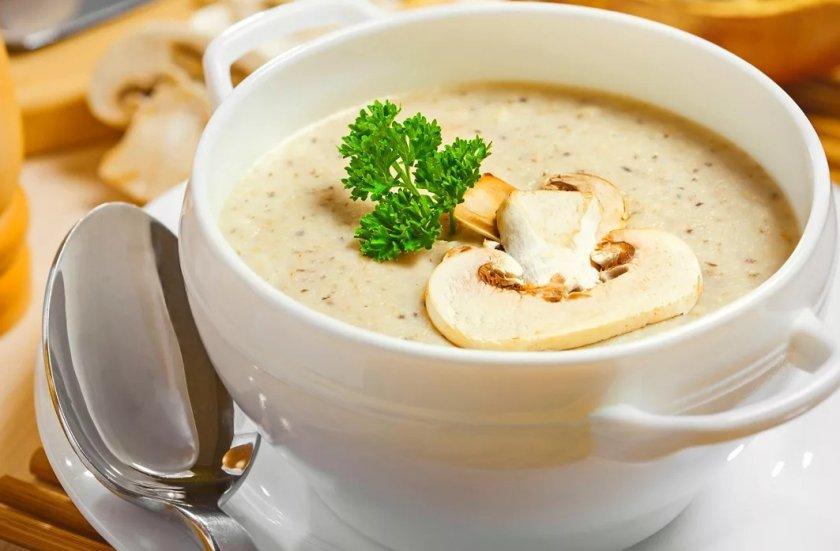 Крем-суп из шампиньонов со сливками и картофелем