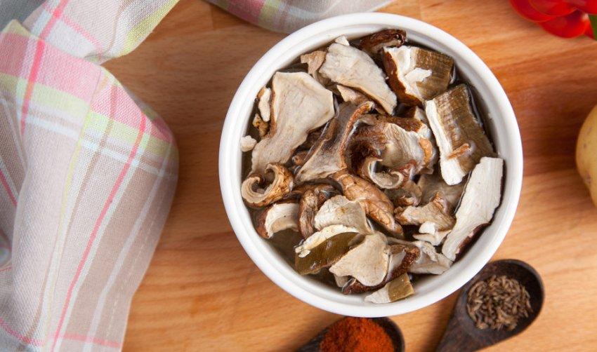 Замачивание сухих грибов