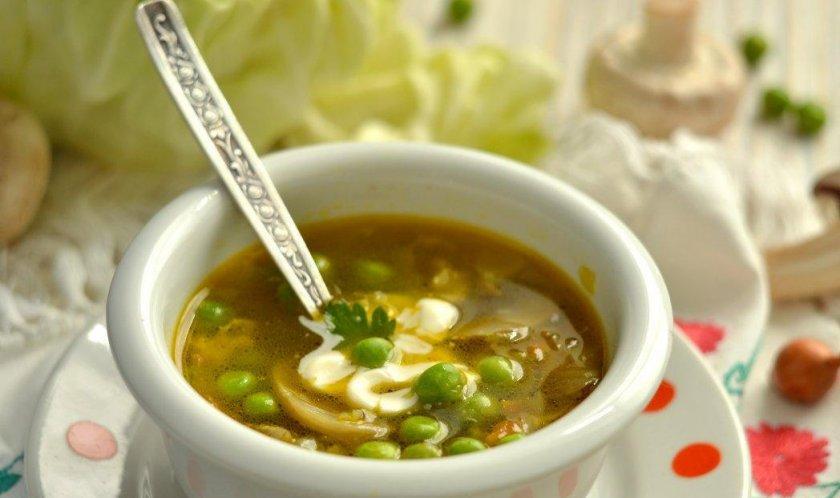 Суп с грибами и зеленым горошком
