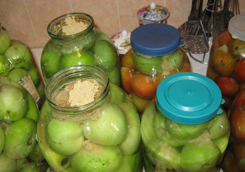 Солёные зелёные томаты с горчицей