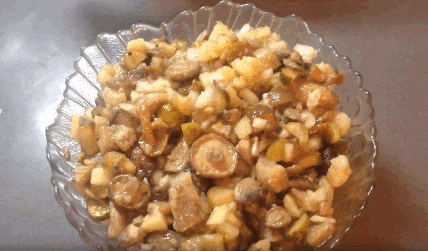 салат из маринованных маслят рецепты