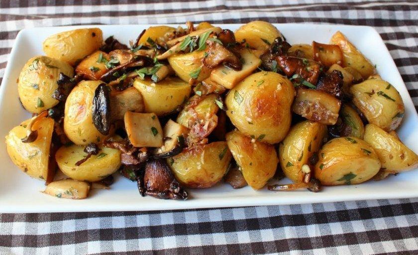 Жареные белые грузди с картофелем