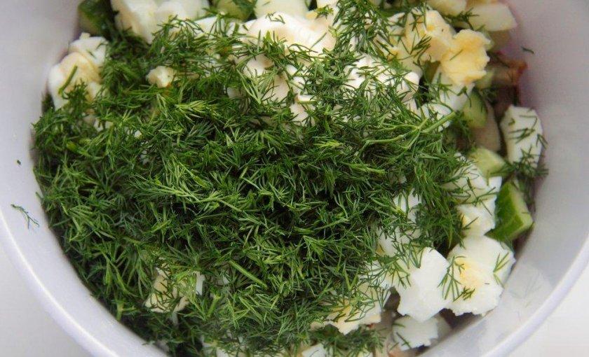 Салат с солёными груздями и картофелем