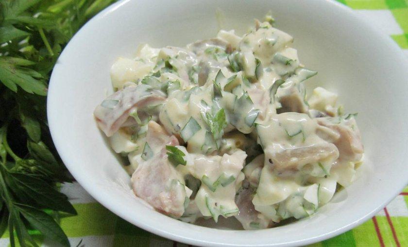 Салат с солёными груздями и мясом