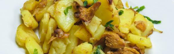 Как приготовить жареные лисички в сметане с картошкой или мясом