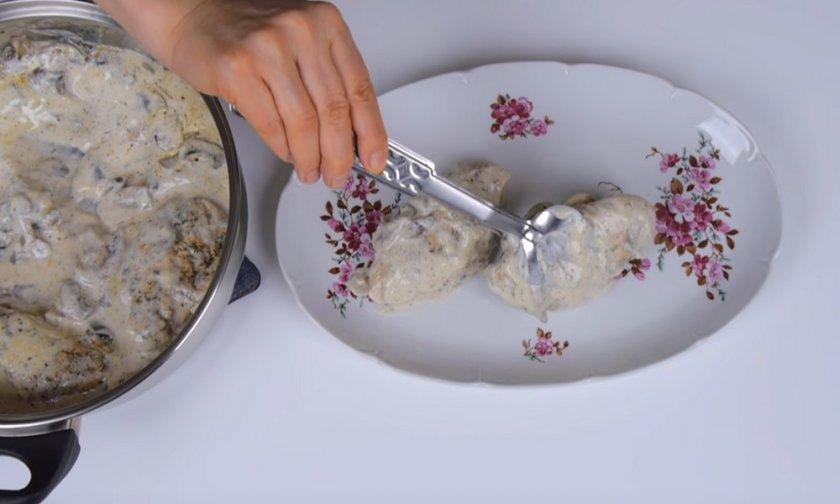 Шампиньоны с филе курицы в сливках