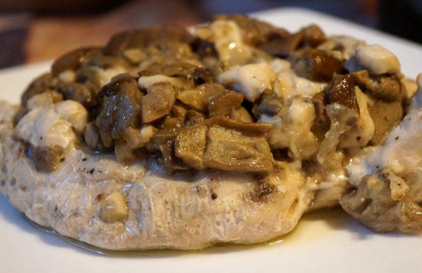 Филе с белыми грибами в духовке