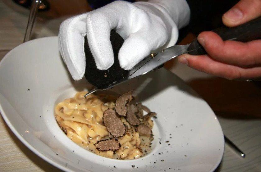 Блюдо с трюфелем
