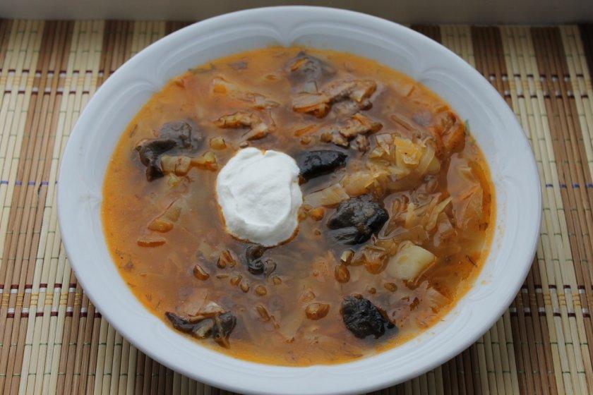 Наваристый суп с грибами и капустой