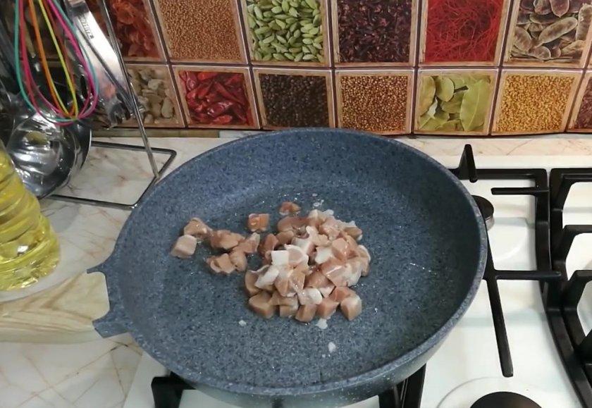Фаршированные бедра курицы без кости с грибами