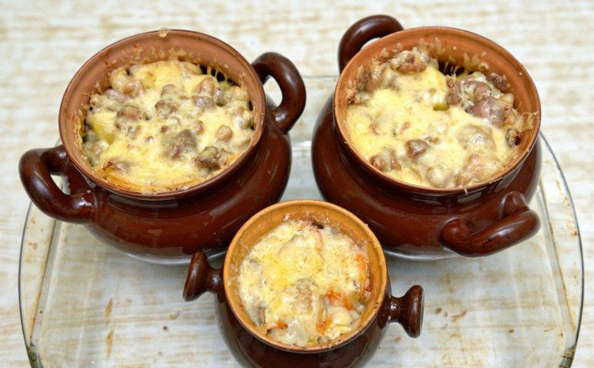 Мясо с грибами и луком в духовке