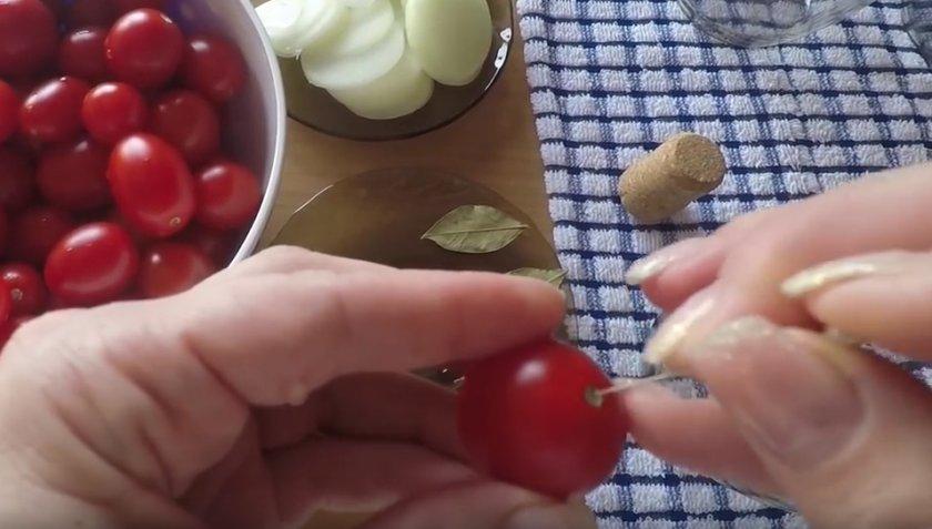 Прокалывание томатов