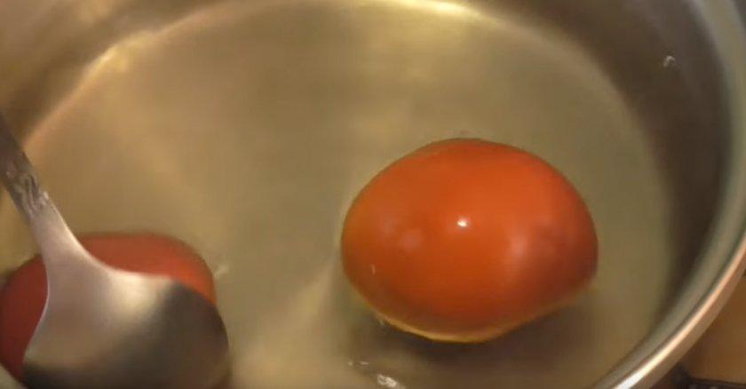 Заморозка помидоров дольками без кожуры
