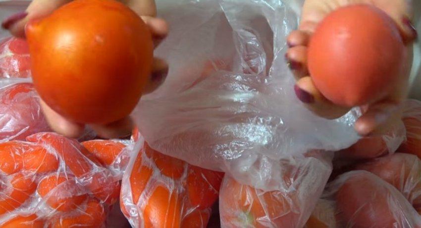 Заморозка помидоров целиком