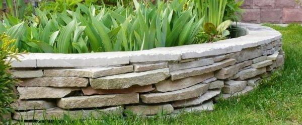 Камни для оформления клумб