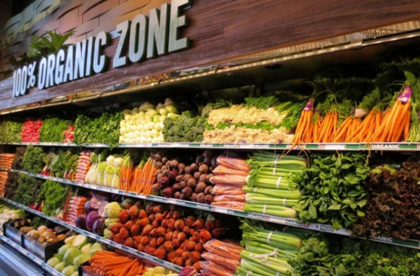 Органические продукты питания в супермаркете