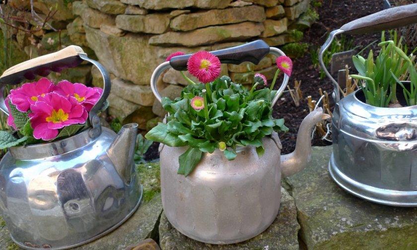 Горшки для цветов из алюминиевых чайников