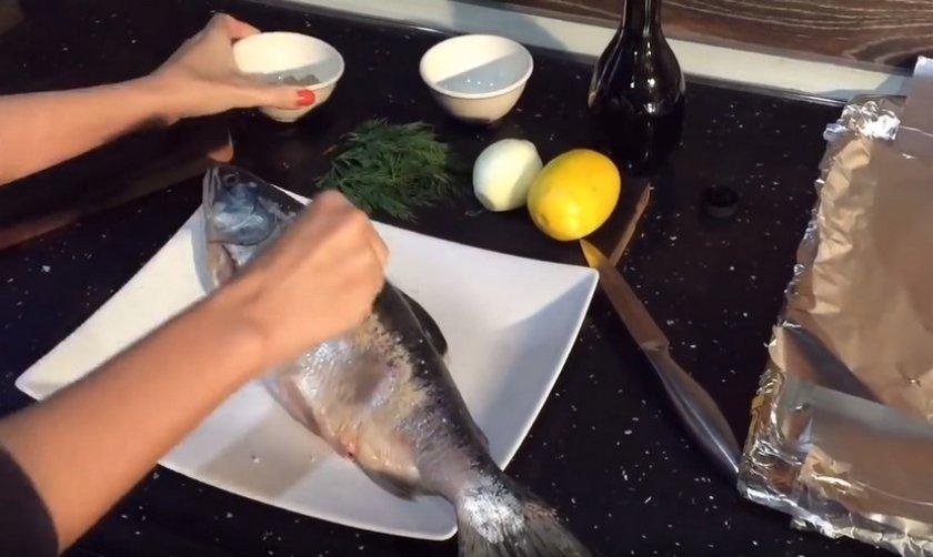 Горбуша запечённая в фольге в духовке: пошаговые рецепты с фото, как приготовить сочной и мягкой с лимоном, кусочками и целиком, сколько запекать