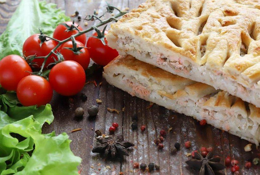 Пирог с горбушей и помидорами