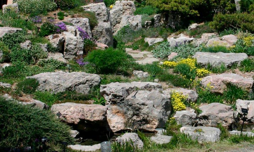 Альпинарий в форме скалы