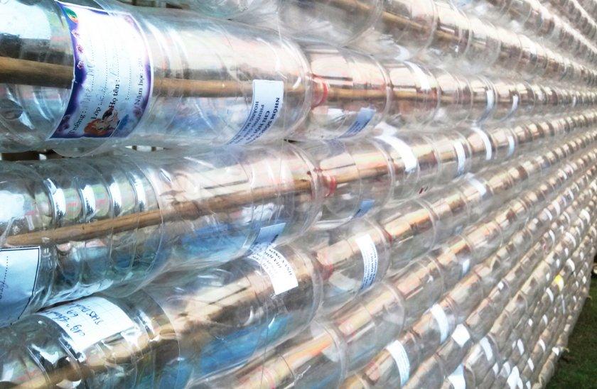 Постройка беседки из пластиковых бутылок
