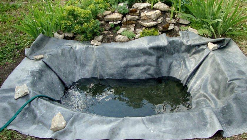 Заполнение пруда водой