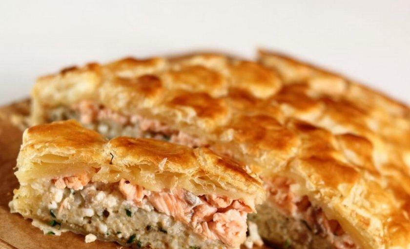 Слоеный рыбный пирог с консервированной горбушей