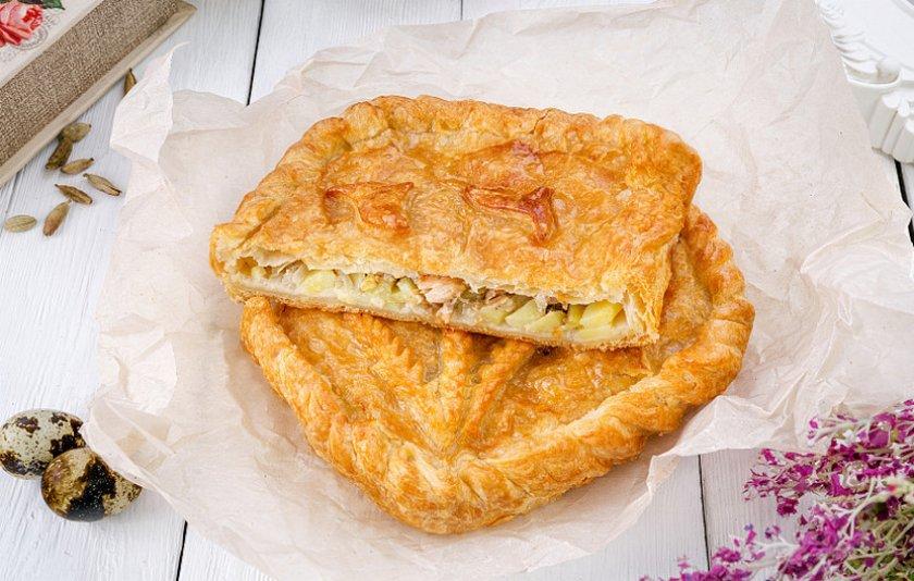 Пирог с рыбой, яйцом и сыром