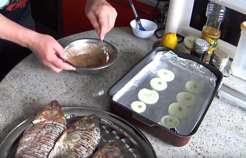 Рецепт Карась в духовке в фольге