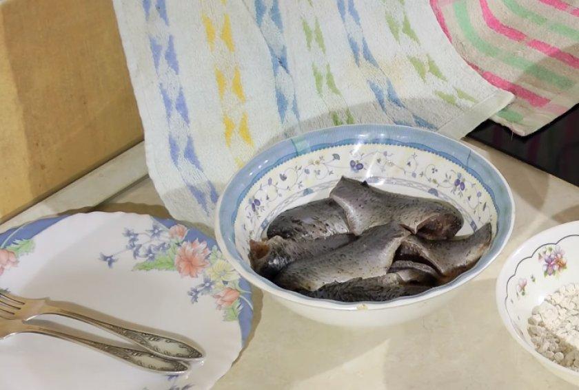 Как пожарить карася: как вкусно приготовить на сковороде с мукой, пошаговые рецепты с фото, сколько готовить по времени с хрустящей корочкой