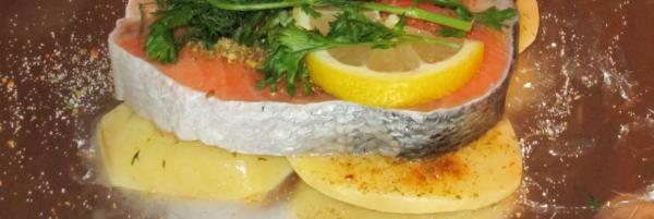 Кета с картошкой в фольге и в духовке: как приготовить сочные мягкие стейки с картофелем; рыба, запечённая с томатами и сыром; как вкусно запечь филе