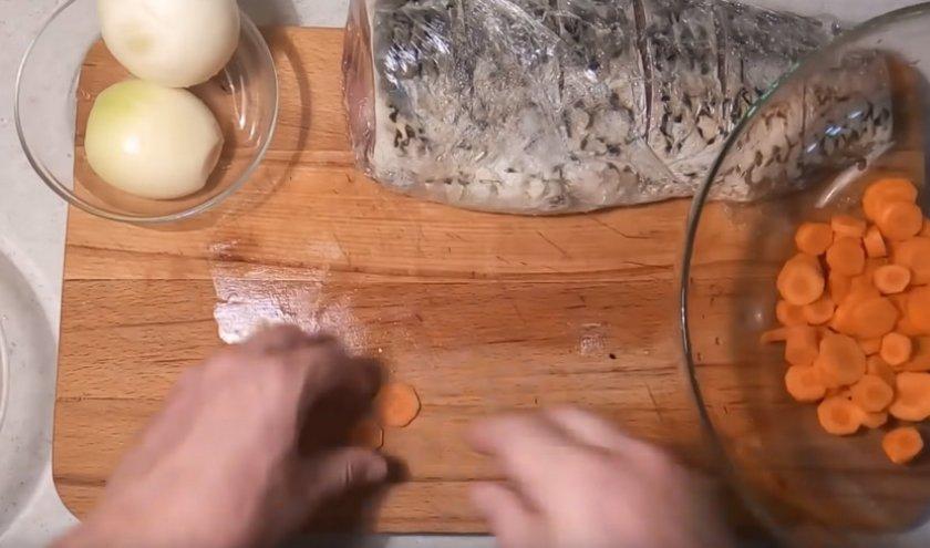 Сазан запеченный в духовке без фольги