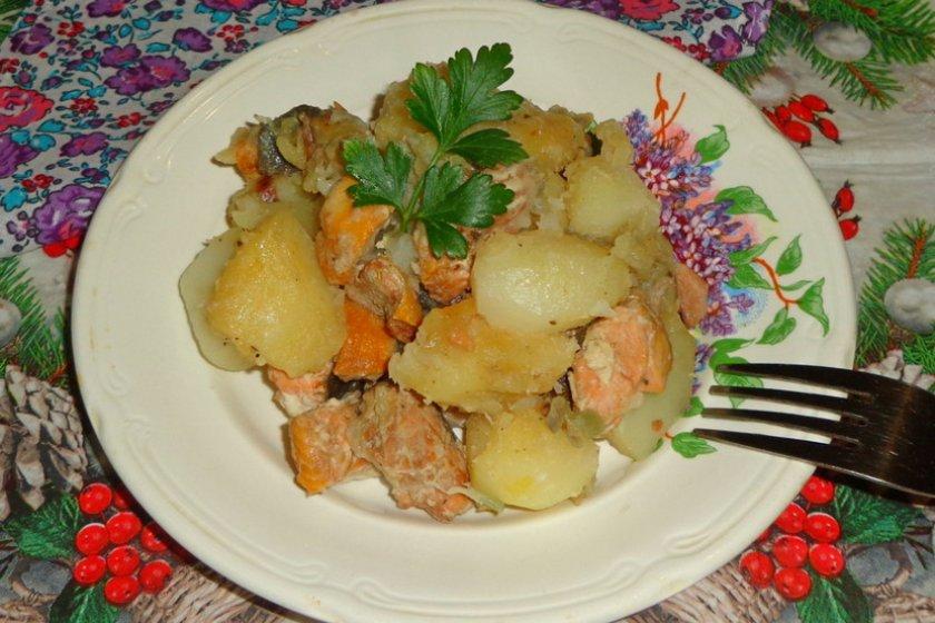 Жареная горбуша с картошкой