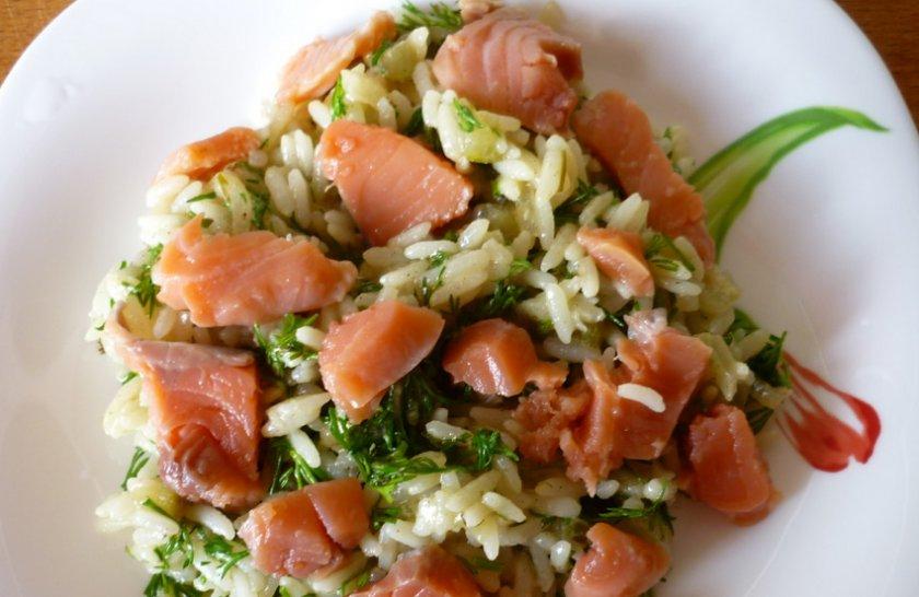 Салат с солёной горбушей