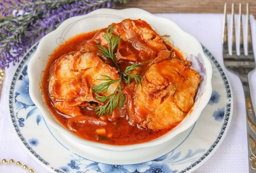 Кета в сливочно-томатном соусе