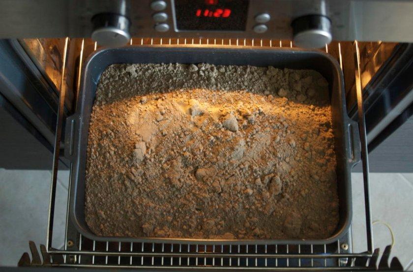 Раскаливание почвы в духовке