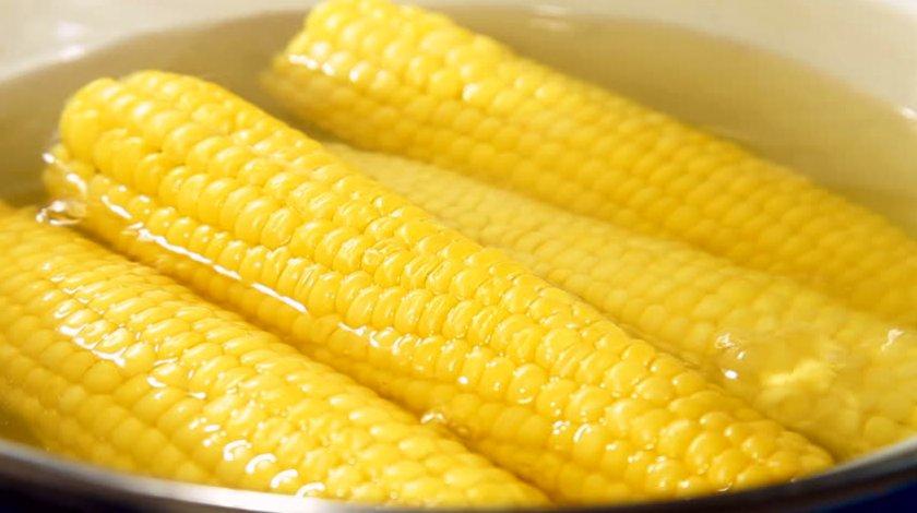 Варёная кукуруза в воде