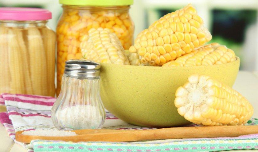 Кукуруза консервированная в початках